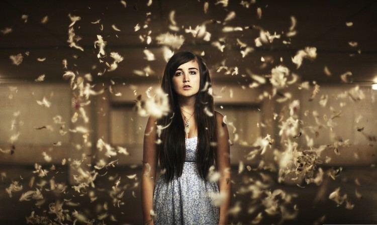 Lauren Aquilina Musician Profile Lauren Aquilina GeekyNews