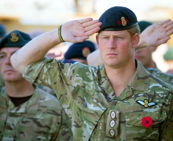 Le Militaire Officiel Harry le militaire quitte larme People looks