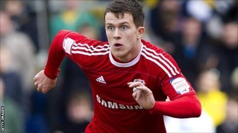 Lee Cox (athlete) Oxford United sign Swindon Town midfielder Lee Cox BBC Sport