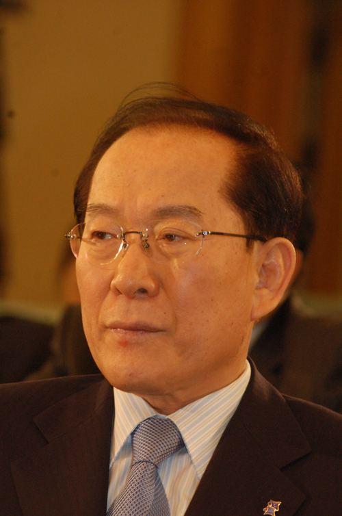 Lee Hoi-chang httpsuploadwikimediaorgwikipediacommons22