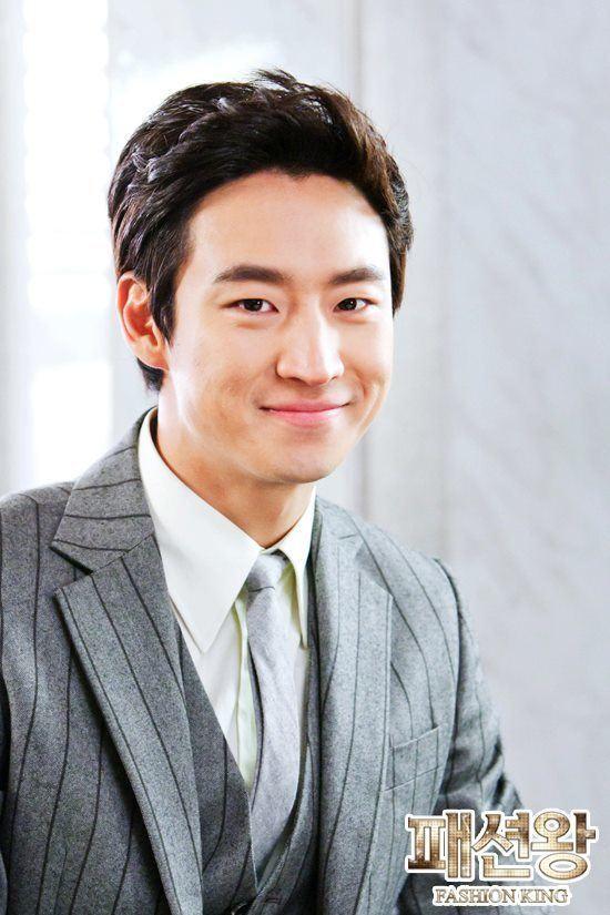 Lee Je-hoon Lee Je Hoon as Jung Jae Hyuk Fashion King Photo