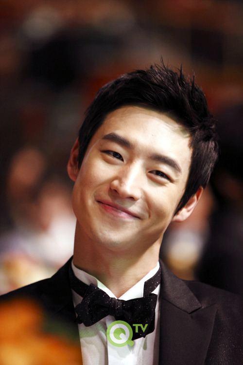 Lee Je-hoon Other Henry LookaLike Celebrity Photos OneHallyu