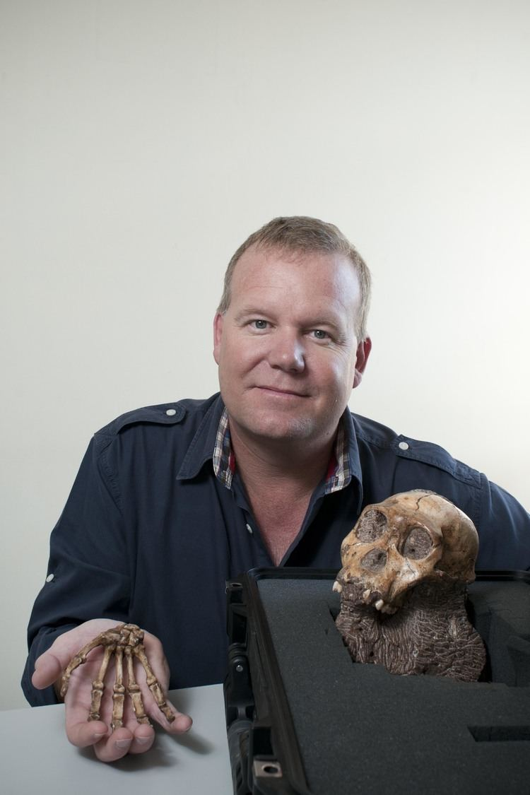 Lee Rogers Berger FileLee Berger and the skull and hand of Australopithecus sediba