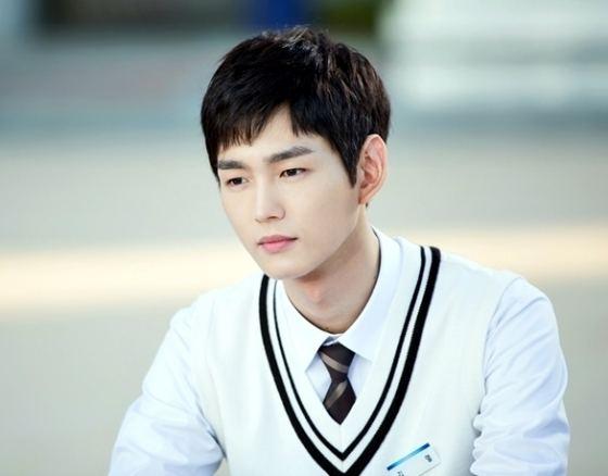 Lee Won-keun 43fbee2dbb5544bda5b9faa9aa4a4c15jpg