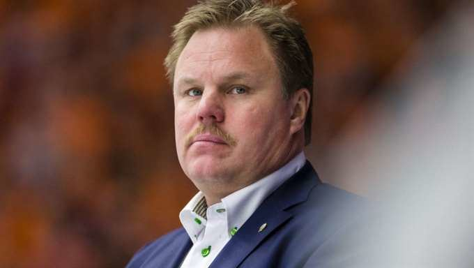 Leif Carlsson Leif Carlsson tar ver som trnare i Frjestads BK SHL Expressen