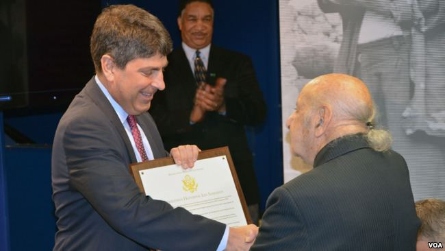 Leo Sarkisian Leo Sarkisian Honored with VOA Studio Dedication