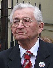 Leszek Moczulski httpsuploadwikimediaorgwikipediacommonsthu