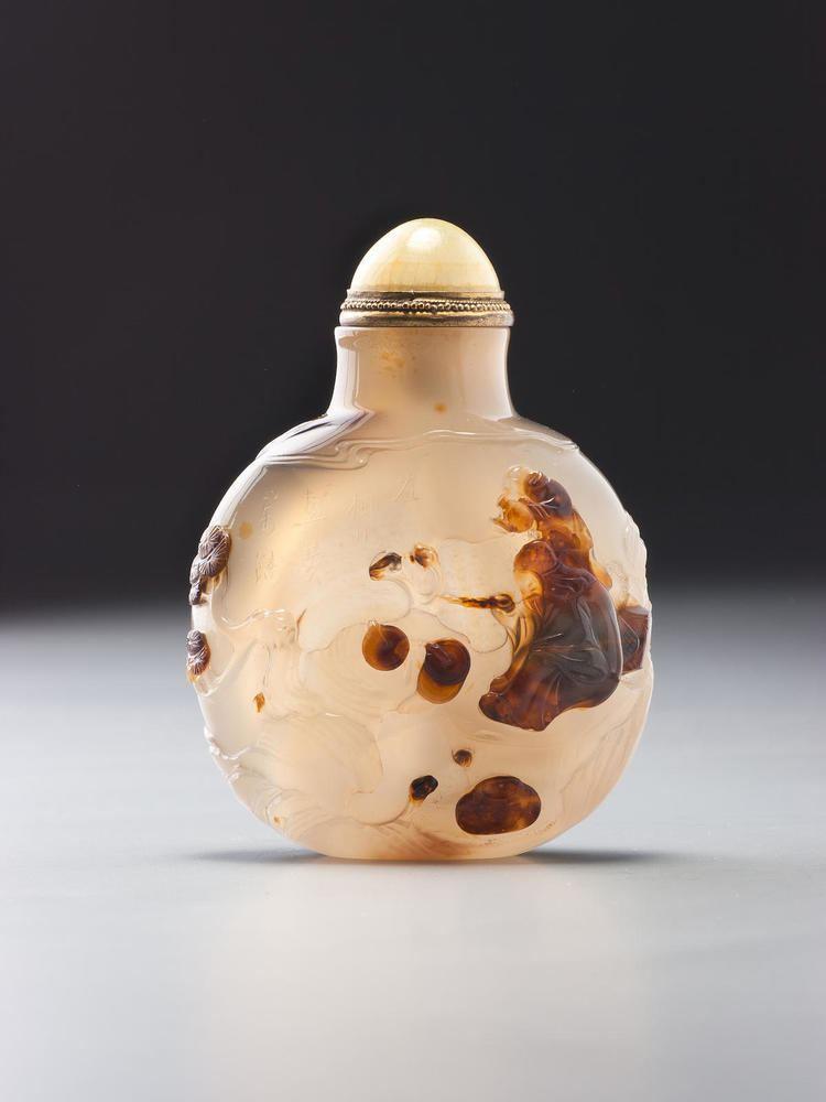 Li Shizhi An inscribed chalcedony Li Shizhi snuff bottle Suzhou school of