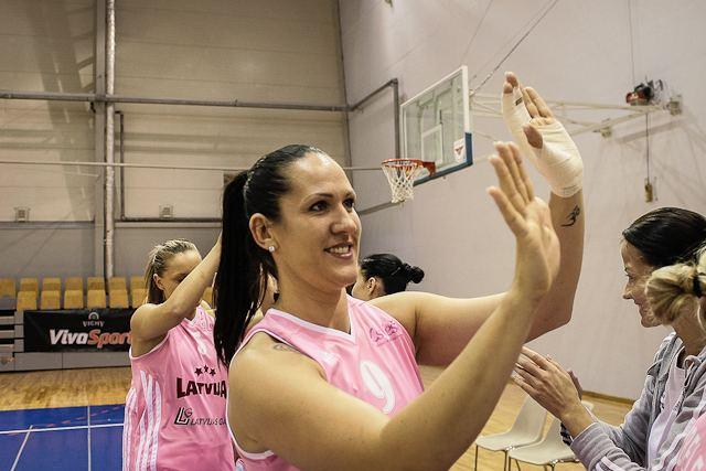 Liene Jansone Latvijas sievieu basketbola izlases spltjas atklj