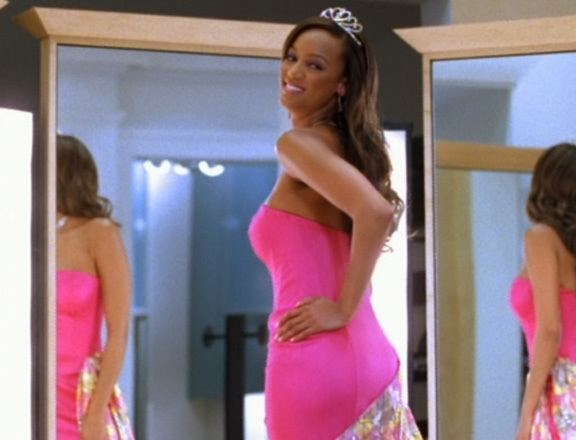 Life-Size A Complete Ranking Of Tyra Banks 15 LifeSize Looks MTV