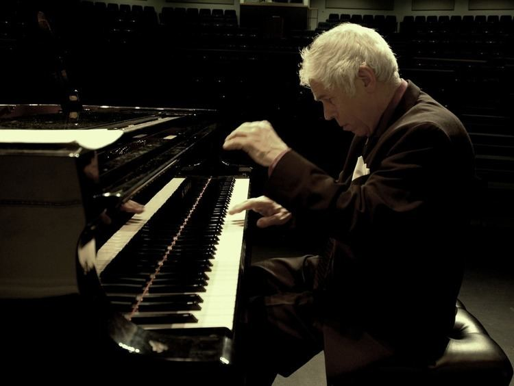 Lincoln Mayorga Welcome to the website of pianist recording artist and