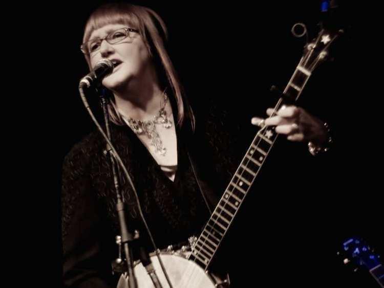 Linda McRae Pop Tart Roots singersongwriter Linda McRae launches