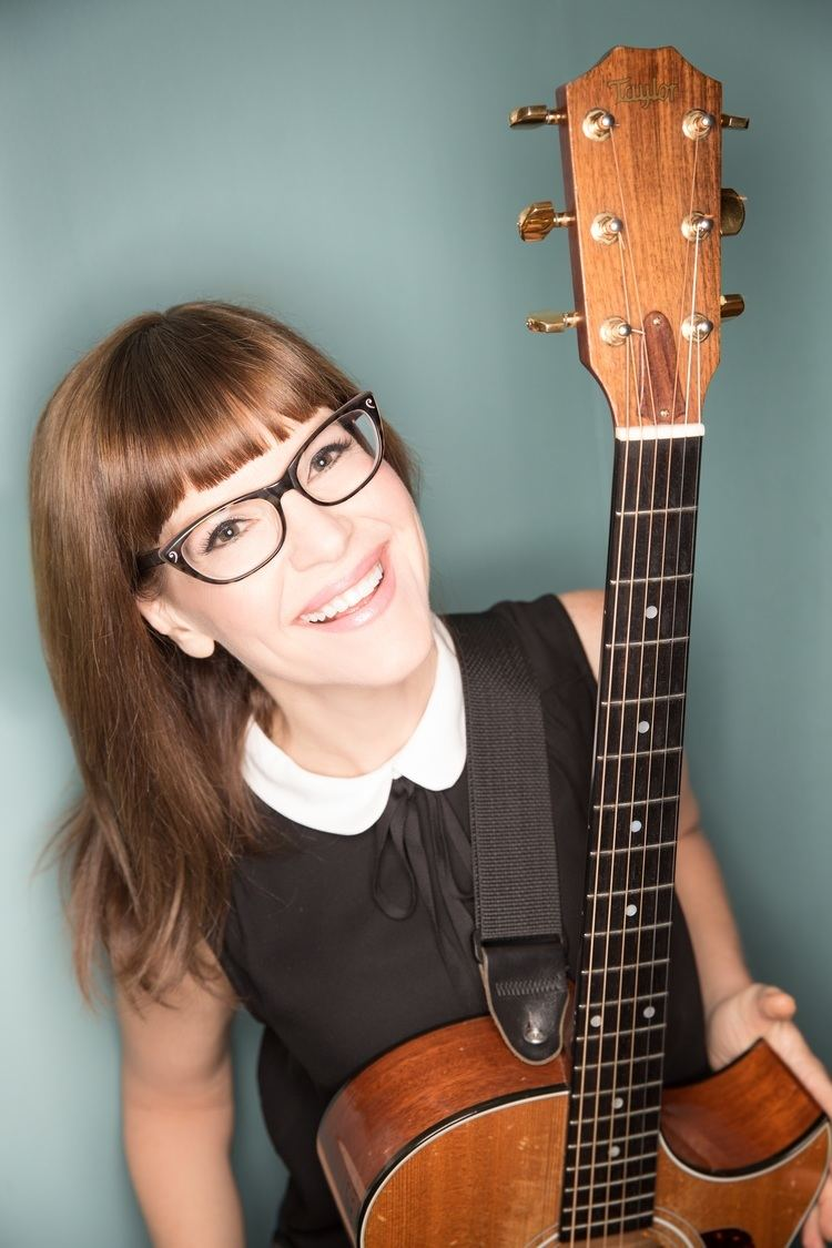 Lisa Loeb Alchetron The Free Social Encyclopedia Here39s A Breadboardlook Of How It39s Hooked Up Haverford Music Festival