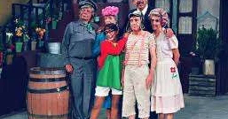 Raúl 'El Chato' Padilla, Maria Antonieta de las Nieves, Roberto Gómez Bolaños, Rubén Aguirre, Angelines Fernández, and Florinda Meza in El Chavo del Ocho, 1972 tv series
