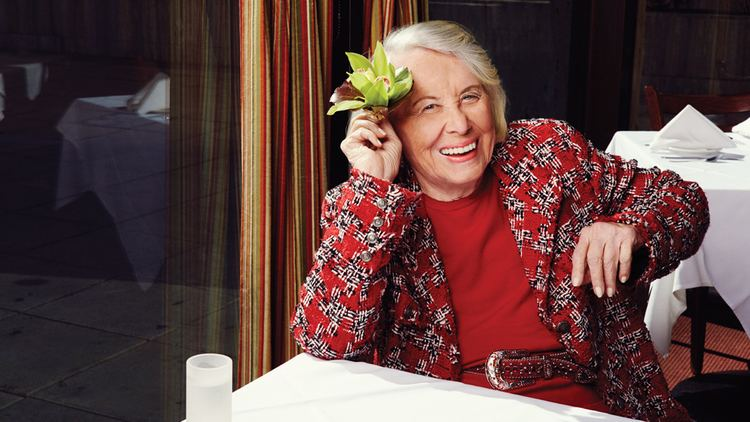 Liz Smith (journalist) Infamous Gossip Columnist Liz Smith The New York Issue Hollywood