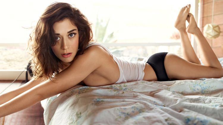 Lizzy Caplan The Liberation of Lizzy Caplan Rolling Stone
