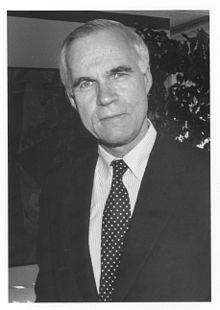 Lloyd J. Old httpsuploadwikimediaorgwikipediacommonsthu