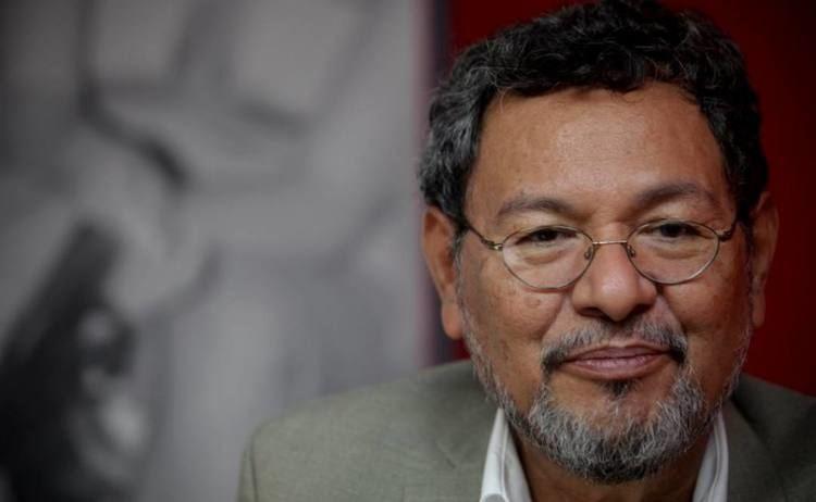 Élmer Mendoza Besar al detective nueva novela de lmer Mendoza Vanguardia