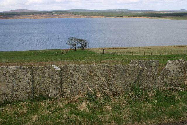 Loch Calder httpsuploadwikimediaorgwikipediacommonsdd