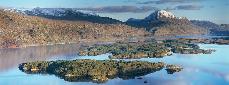 Loch Maree httpssmediacacheak0pinimgcomoriginals9c