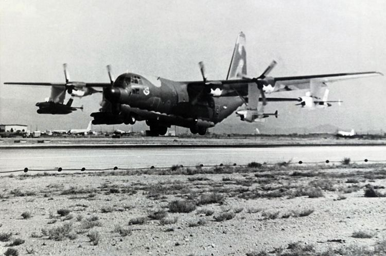 Lockheed DC-130 FileDC130A taking off from DavisMonthan AFBjpg Wikimedia Commons
