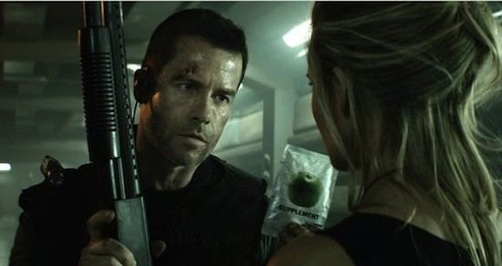 Lockout (film) movie scenes Doing the Best With the Least 5 Great Aspects of Disappointing 2012 Movies Guy Pearce Lockout