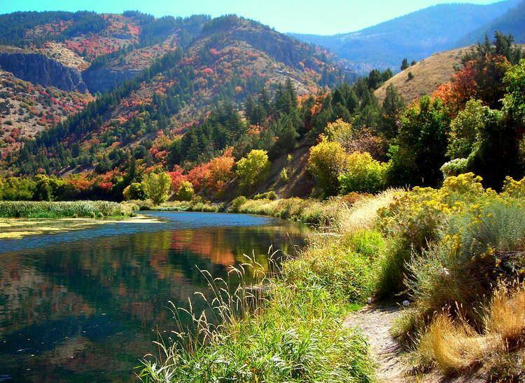 Logan Canyon Photo 80948 River Through Logan Canyon Americas Byways