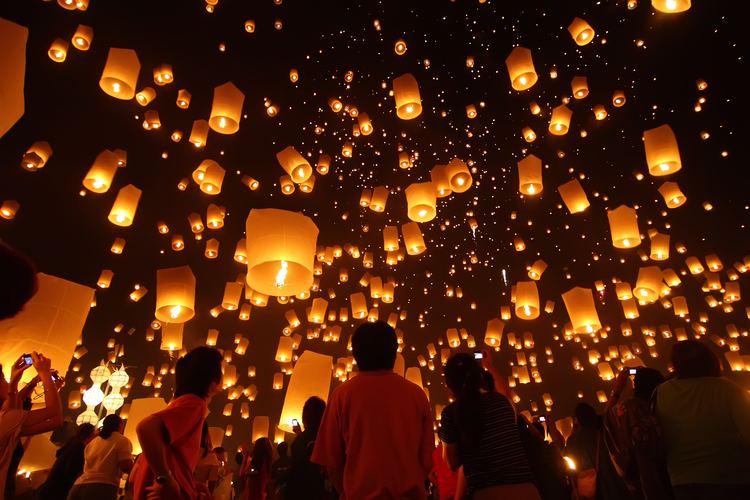 Loi Krathong Celebrate Loy Krathong in Thailand Black Tomato