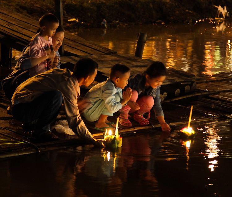 Loi Krathong httpsuploadwikimediaorgwikipediacommons55