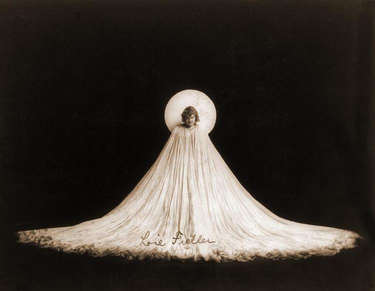 Loie Fuller Loe Fuller Muses It Women The Red List