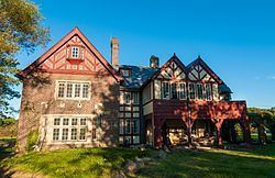 Longwood Manor httpsuploadwikimediaorgwikipediacommonsthu