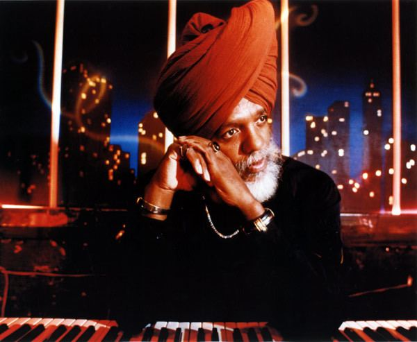 Lonnie Smith (jazz musician) httpsstatic1squarespacecomstatic56d7548562c
