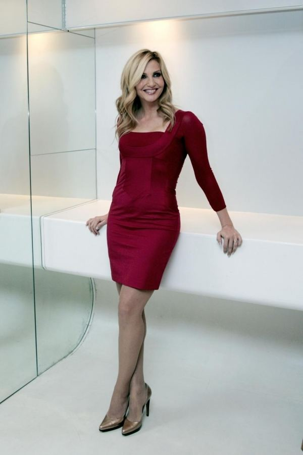 Lorella Cuccarini Lorella Cuccarini in abito rosso Invidiait