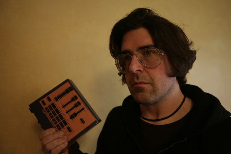 Lou Barlow Lou Barlow Kicks Off New YouTube Channel With Sultry Ryan