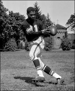 Lowell Perry Remembering the Steelers Lowell Perry the First AfricanAmerican