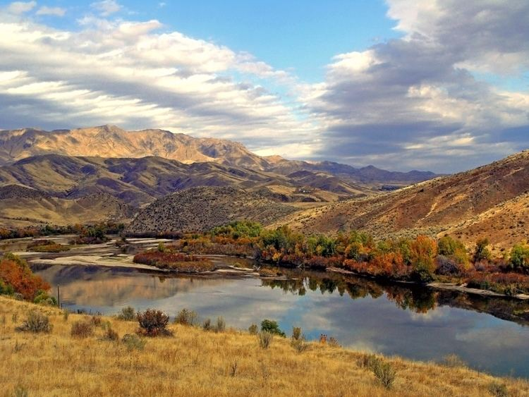 Lowman, Idaho wwwjlowmancomlowmanidahoAutumn20Reflections1ajpg