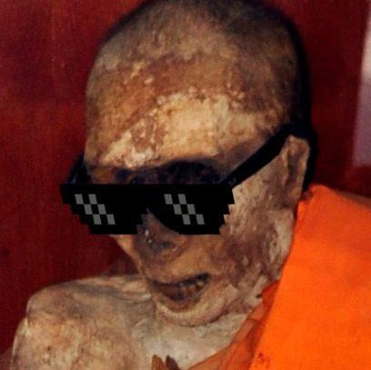 Luang Pho Daeng The mummified remains of Luang Pho Daeng a Thai Buddhist monk who