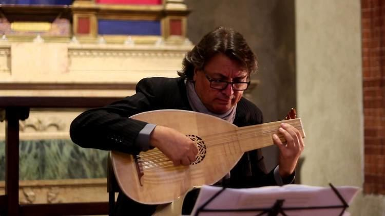 Luca Pianca Luca Pianca suona Attaignant Basse danse La Magdalena YouTube