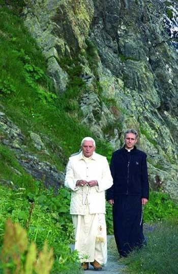 Luciano Alimandi La puissance du Rosaire par Mgr Luciano Alimandi La Jeunesse de Dieu
