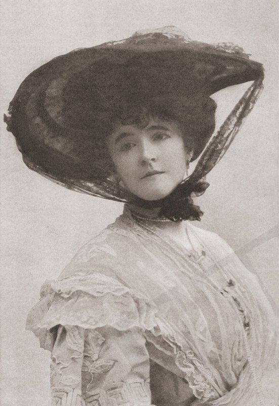Lucie, Lady Duff-Gordon I was saved from the Titanic Introduction