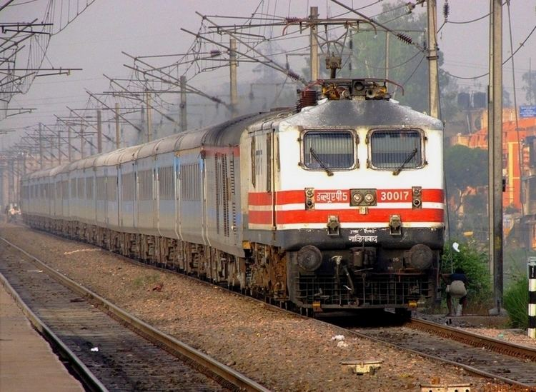 Lucknow Swarna Shatabdi Express