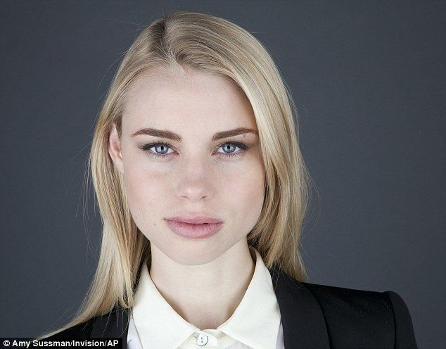 Lucy Fry idailymailcoukipix20140129article2547716