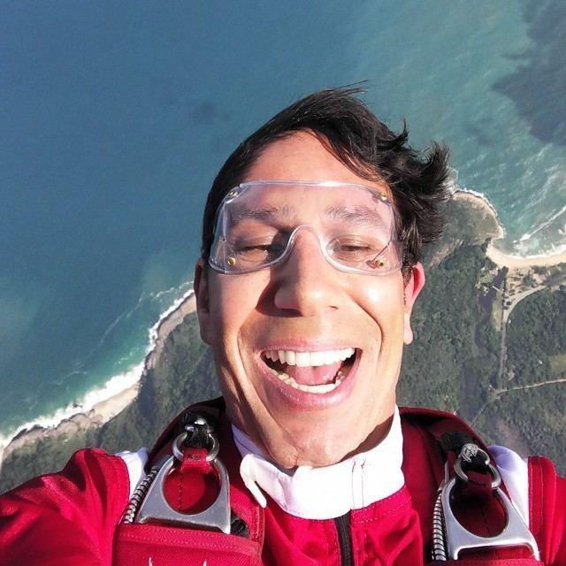 Luigi Cani Paraquedista Luigi Cani posta primeira selfie em queda
