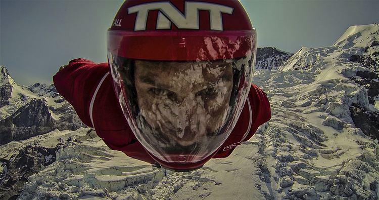 Luigi Cani JORNAL DO AUTDROMO Paraquedista Luigi Cani far salto