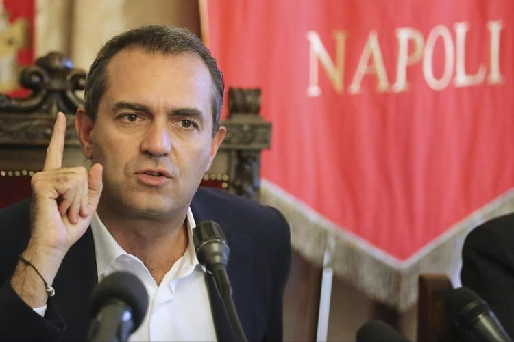Luigi de Magistris (politician) de Magistris Far la giunta in 48 ore