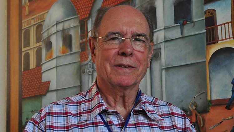 Luis Alberto Ambroggio Cuarenta aos de literatura El Nuevo Diario