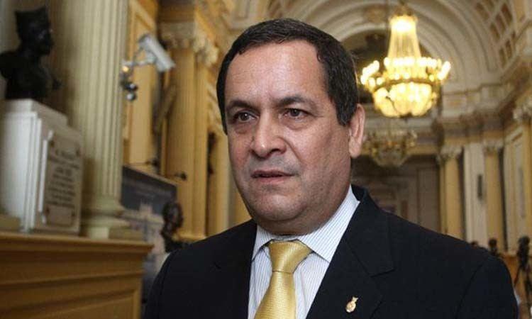 Luis Iberico Luis Iberico es el nuevo presidente del Congreso de la Repblica