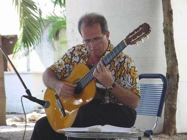 Luis Manuel Molina Nuevas presentaciones del maestro de la guitarra Luis Manuel Molina