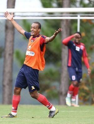Luiz Felipe do Nascimento dos Santos Santos negocia contratao de zagueiro Luiz Felipe do Paran