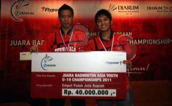 Lukhi Apri Nugroho Lukhi Apri NugrohoRirin Amelia ke Semifinal Thailand International